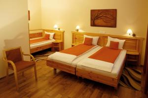 Hotel Manzard Panzio, Bed & Breakfast  Budapest - big - 6