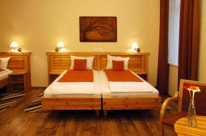 Hotel Manzard Panzio, Bed & Breakfast  Budapest - big - 5