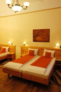 Hotel Manzard Panzio, Bed & Breakfast  Budapest - big - 4