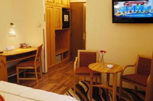 Hotel Manzard Panzio, Bed & Breakfast  Budapest - big - 2