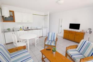 Apartamentos La Peñita, Apartments  Puerto del Carmen - big - 33