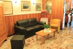 Hotel Angelini, Hotely  Nago-Torbole - big - 25