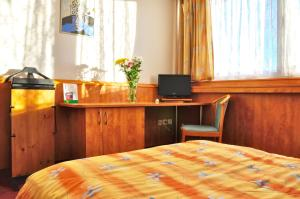 Hotel Olympik, Отели  Прага - big - 50