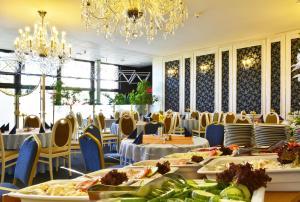 Hotel Olympik, Отели  Прага - big - 39