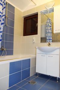 Apartments Medena, Ferienwohnungen  Trogir - big - 5