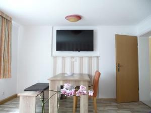 Ferienhaus Edel, Holiday homes  Schielo - big - 8