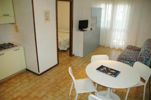 Residence Schubert, Apartmány  Lignano Sabbiadoro - big - 73