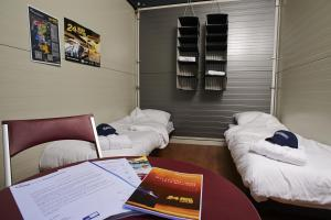 2er Container with Shared Bathroom