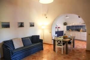 Residence Salina - Acquarela, Apartmanok  Malfa - big - 27