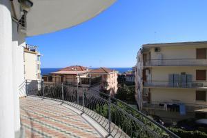 53 Solaro Apartments - AbcAlberghi.com