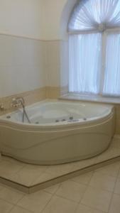 Marlen Hotel, Отели  Ровно - big - 8
