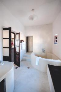Santorini Heritage Villas, Vily  Megalokhori - big - 107