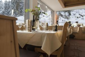 Hotel des Alpes, Hotels  Flims - big - 57