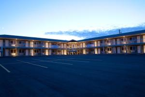 Shoreside Inn and Suites