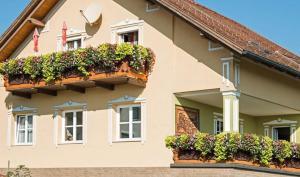 Ferienwohnung Familie Hartinger, Ferienwohnungen  Riegersburg - big - 10