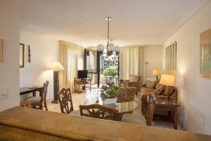 One-Bedroom Queen Suite with Sofa Bed and Garden View