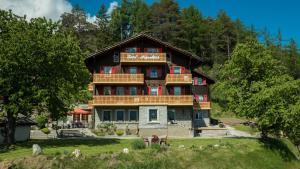 Hotel Alpenblick, Hotely  Zeneggen - big - 37