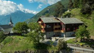 Hotel Alpenblick, Hotely  Zeneggen - big - 36
