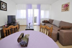 Apartment Malia, Apartmány  Trogir - big - 1