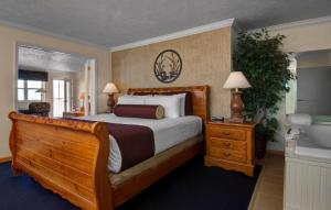 Cherry Tree Inn and Suites, Отели  Traverse City - big - 77