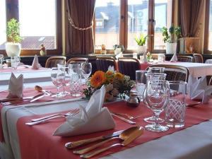 Hotel Restaurant Braas, Szállodák  Eschdorf - big - 17