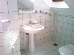 Napfény Apartment, Guest houses  Keszthely - big - 33