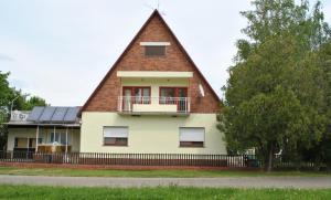 Zita Üdülőház, Апартаменты  Балатонбоглар - big - 1