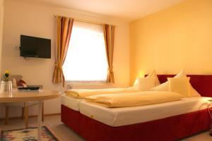 Hotel-Pension Falkensteiner, Hotels  Sankt Gilgen - big - 30