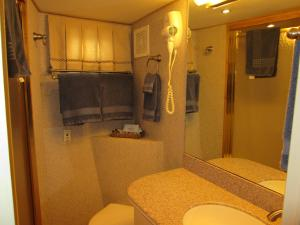 Ocean Romance Dockside Bed & Breakfast Yacht, B&B (nocľahy s raňajkami)  Newport - big - 2