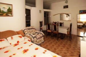 Vila Gerbera, Апартаменты  Сутоморе - big - 10
