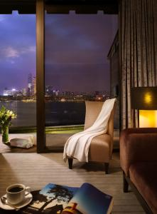 Premier King Room with Harbour View and Patio