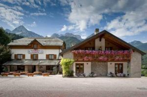 Hotel La Baita, Hotely  Malborghetto Valbruna - big - 14