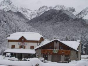 Hotel La Baita, Hotely  Malborghetto Valbruna - big - 16