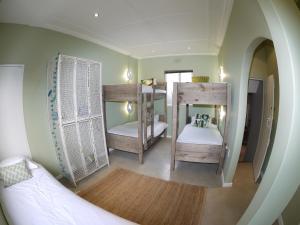 Односпальная кровать в  женском общем номере