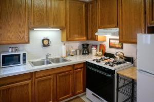 Deluxe King Studio with Kitchen - 116A