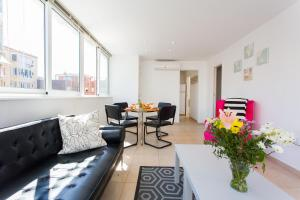 Two-Bedroom Apartment with Terrace - Centelles, 22