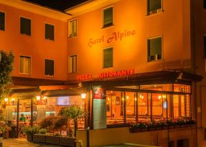Hotel Alpino, Szállodák  Malcesine - big - 88