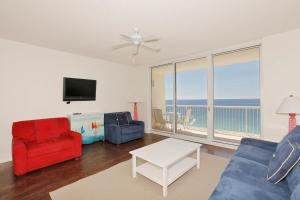 One-Bedroom Apartment 2306 with Sea View