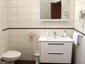 Holiday Home Mate, Case vacanze  Tinjan - big - 5