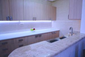 New apartment 2 in the city center, Apartments  Batumi - big - 4