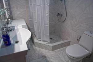 New apartment 2 in the city center, Apartments  Batumi - big - 11