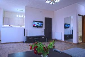 New apartment 2 in the city center, Apartments  Batumi - big - 12