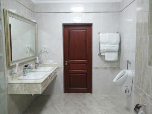 Hotel Сomplex Ak-Zhaik, Hotely  Karagandy - big - 94
