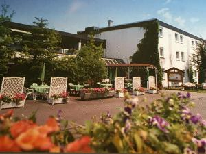 Niebuhrs Hotel, Hotely  Friedrichsdorf - big - 1