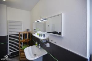 Villa Calm Sailing, Apartmanok  Börgerende-Rethwisch - big - 63