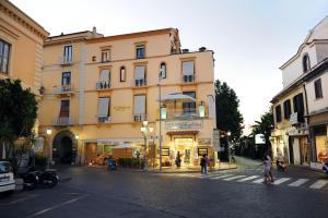 La Piazzetta Guest House - AbcAlberghi.com