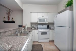 One-Bedroom Apartment 713