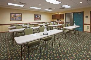 Country Inn & Suites by Radisson, St. Cloud East, MN, Hotels  Saint Cloud - big - 30