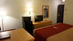 Econo Lodge Prineville, Hotely  Prineville - big - 18