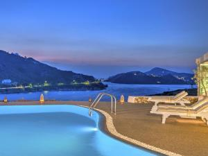 Eirini Luxury Hotel Villas, Villas  Grikos - big - 71